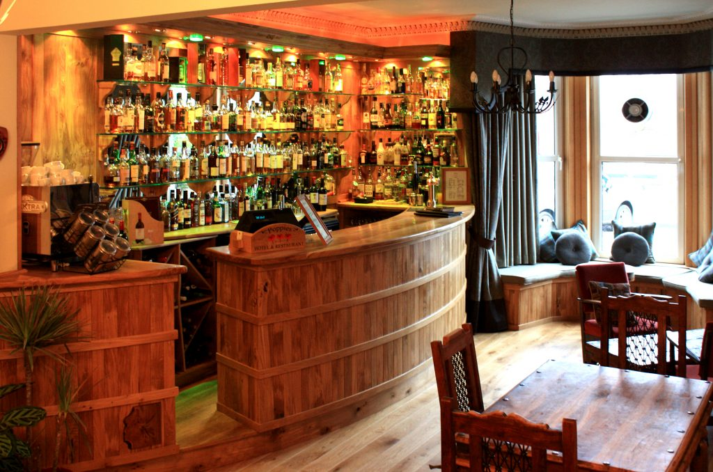 Poppies Hotel - Bar overview